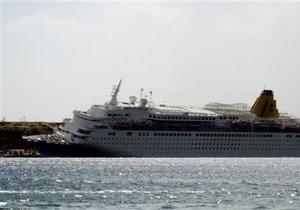 В Египте круизный лайнер протаранил пирс
