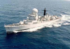 Сомалийские пираты на лодках по ошибке напали на военное судно