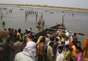 Крушение лодки на Ганге