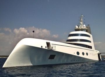 Яхта Андрея Мельниченко спущена на воду