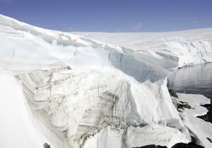 В водах Антарктики затонуло рыболовецкое судно