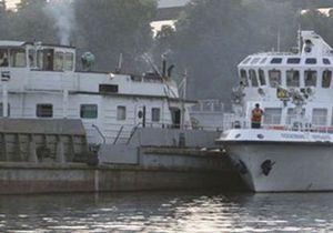 Во Владивостоке столкнулись катер и сухогруз