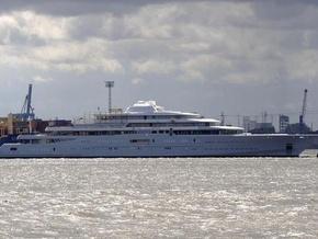 На яхте установлена лазерная система защиты от папарацци