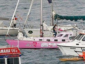 16-летняя школьница отправилась в кругосветное плавание на розовой яхте