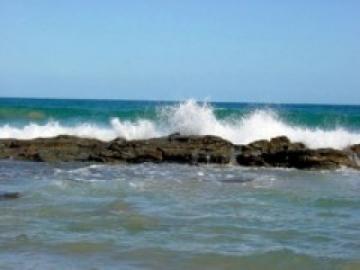 В море у крымского берега унесло двух людей на надувной лодке
