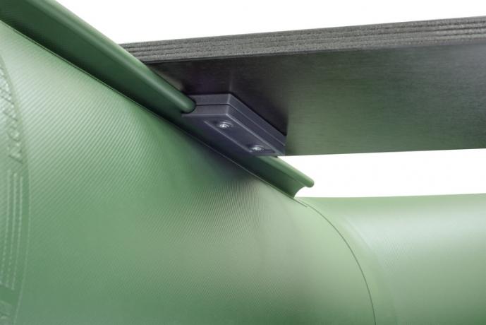 Надувная килевая лодка Колибри КМ-400DSL зеленая, настил из фанеры