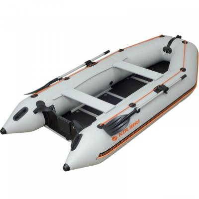 Килевая моторная лодка Колибри КМ-330D светло-серая, настил из фанеры